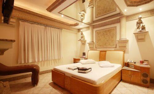 img-suite-hidro-c-garagem-cama-absolut-motel