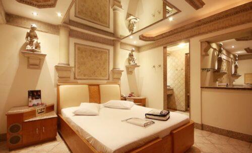 img-suite-hidro-c-garagem-espelho-absolut-motel