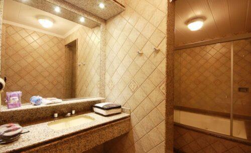 img-suite-hidro-c-garagem-pia-absolut-motel