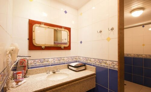 img-suite-luxo-c-garagem-banheiro-absolut-motel