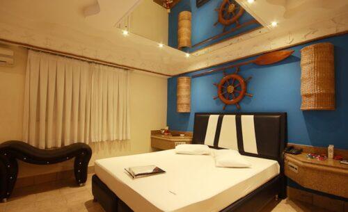 img-suite-luxo-c-garagem-cama-absolut-motel