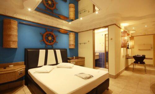 img-suite-luxo-c-garagem-espelho-absolut-motel