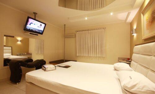 img-suite-pole-dance-tv-absolut-motel
